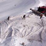 پتوی پشمی روی برفهای سوئیس